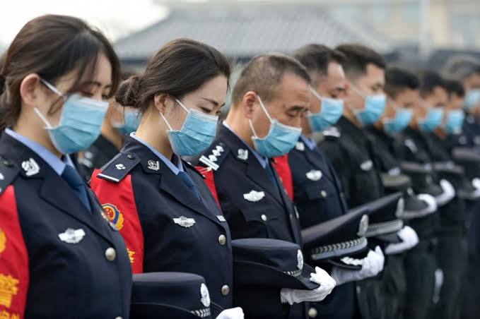 Chinese Medics mourn over deaths with Coronavirus in the country