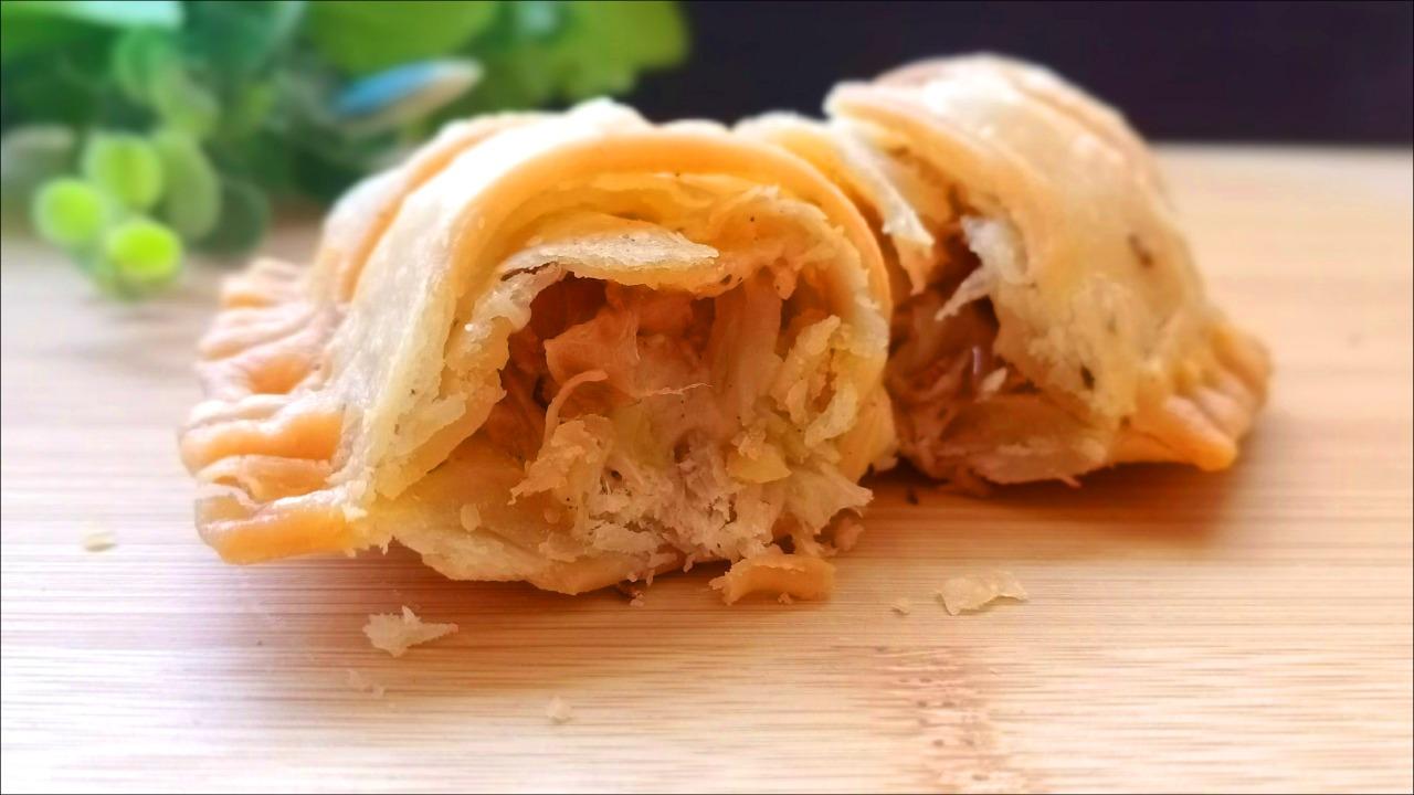 Saucy Chicken Cheese Samosa Recipe